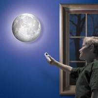 Maan aan de muur